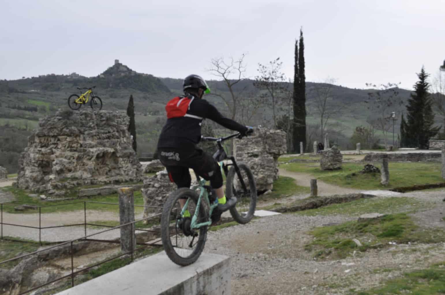 e-Bikes Lombardo: 1° Festa Val D'Orcia Test e Bike Tour. Spettacolo e Acrobazie