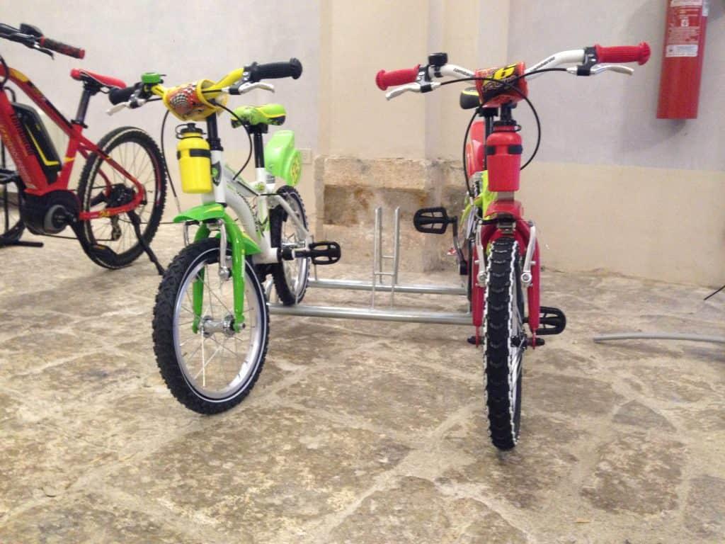 Vista frontale di 2 Bici Lombardo per Bambini logicamente senza motore...